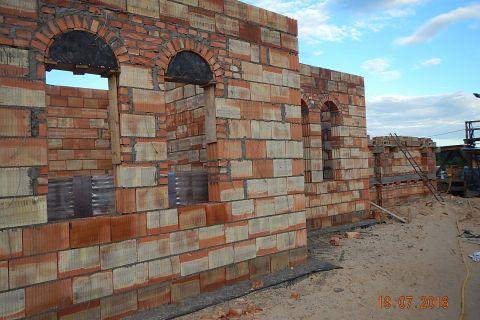 Prace murarskie przy budowie Zespołu Sakralnego im. św. Jana Pawła II
